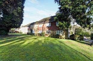2 Bedrooms Maisonette Flat for sale in Hazeldene Court, Valley Road, Kenley, Surrey