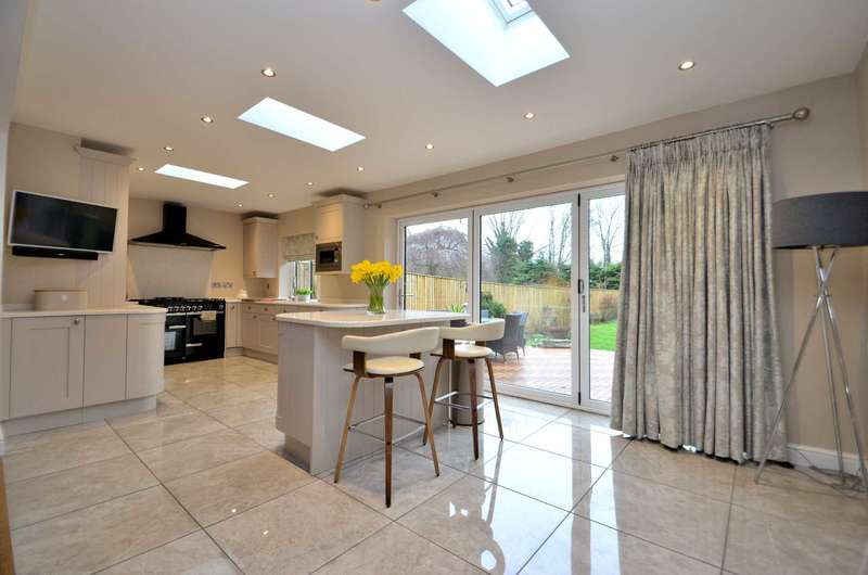 3 Bedrooms Detached House for sale in Newport Road, New Bradwell