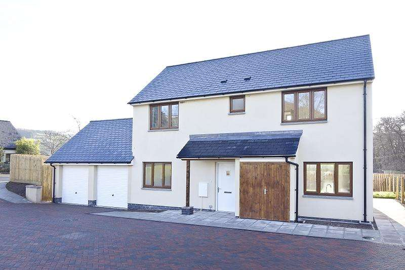 3 Bedrooms Detached House for sale in 14, St. Peters Close, Llanbedr, Crickhowell, Powys.