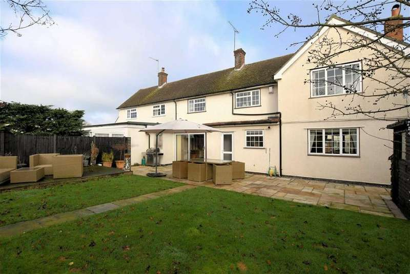 3 Bedrooms Semi Detached House for sale in Tower Close, North Weald
