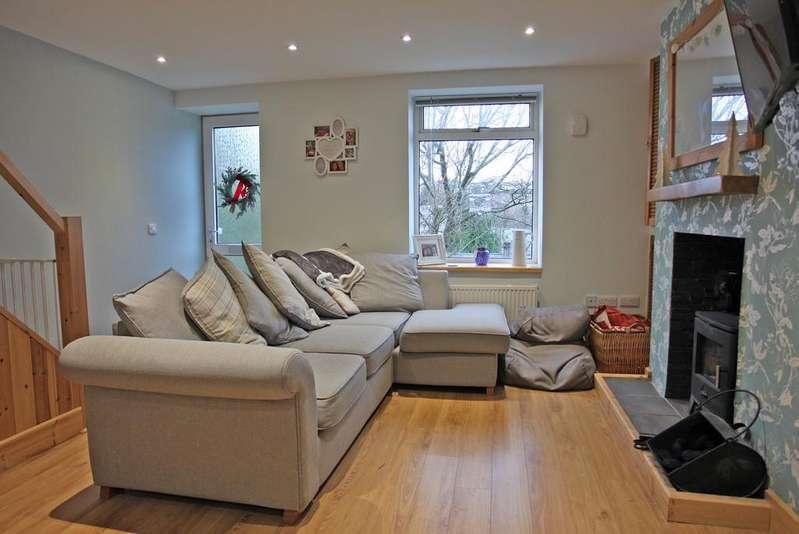 3 Bedrooms End Of Terrace House for sale in Upper Bryn Owen Terrace, Bangor, North Wales