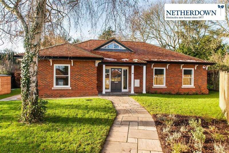3 Bedrooms Detached Bungalow for sale in Deards Wood, Knebworth, SG3 6PG