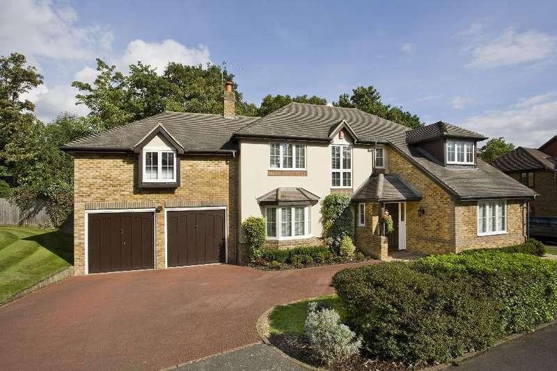 5 Bedrooms Detached House for rent in Englefield Green, Surrey
