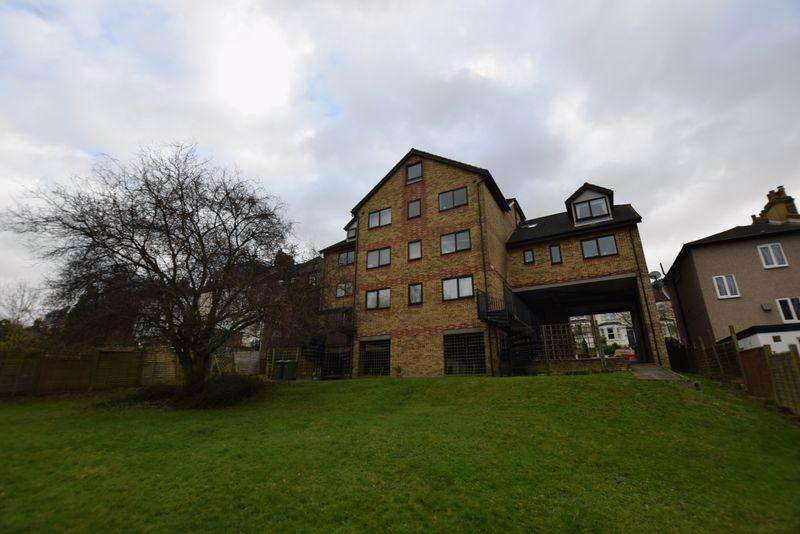 2 Bedrooms Apartment Flat for sale in 50 Cantwell Road, Shooters Hill, SE18 3LW