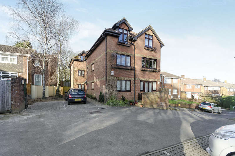2 Bedrooms Flat for sale in Bitterne Road East, Southampton, SO18
