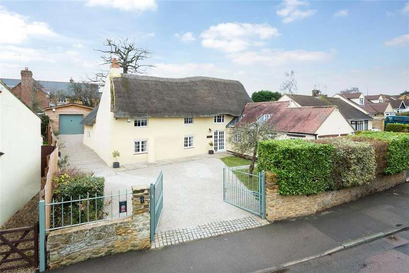 4 Bedrooms Detached House for sale in Pilgrims Lane, Bugbrooke, Northamptonshire, NN7