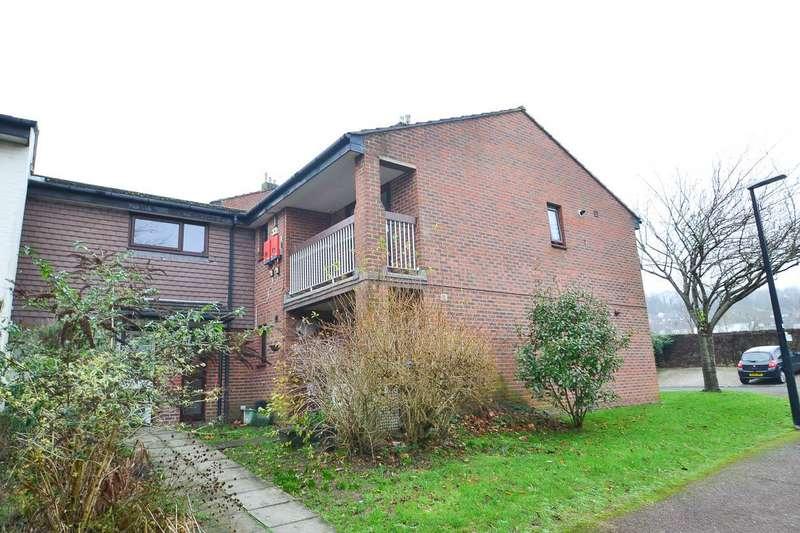 1 Bedroom Flat for sale in Bodmin Close, Eastbourne