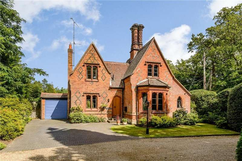 3 Bedrooms Detached House for sale in Ribsden Holt, Chertsey Road, Windlesham, Surrey, GU20
