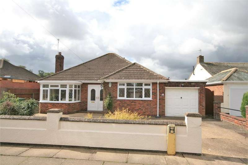 3 Bedrooms Detached Bungalow for sale in St Andrews Drive, Grimsby, DN32