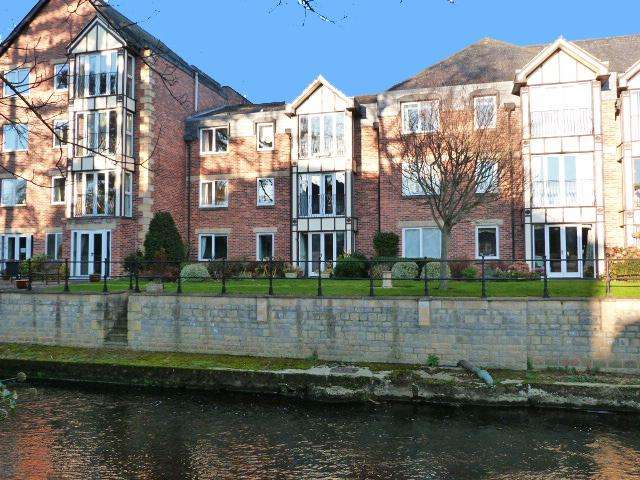 2 Bedrooms Flat for sale in Apt 6 Riverside House, Ripon HG4 1AZ
