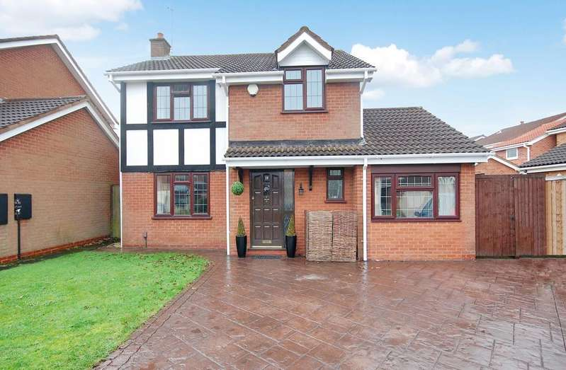 4 Bedrooms Detached House for sale in Brakenwood Drive, Wednesfield, Wolverhampton WV11