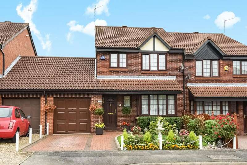 4 Bedrooms Semi Detached House for sale in Crothall Close, Palmers Green