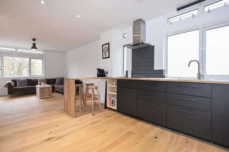 2 Bedrooms Flat for sale in Cedars Road, Clapham