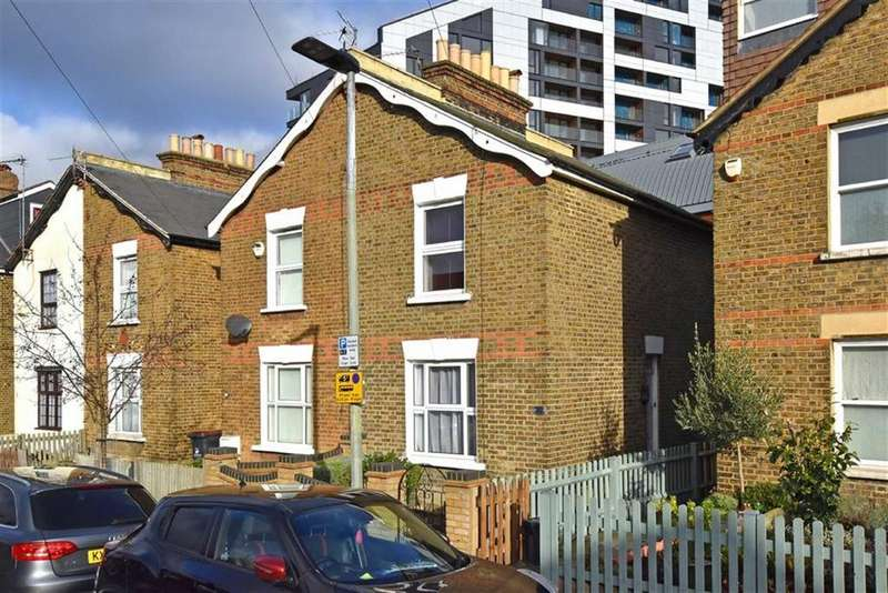 3 Bedrooms Semi Detached House for sale in Newbury Road, Bromley, Kent
