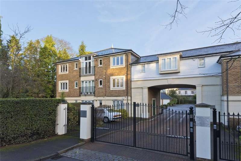 2 Bedrooms Maisonette Flat for sale in Paynetts Court, Weybridge, KT13