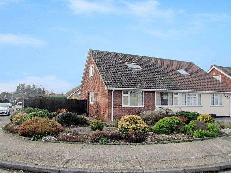 4 Bedrooms Semi Detached Bungalow for sale in Oakley Park, Bexley
