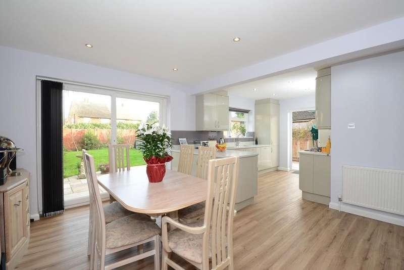 2 Bedrooms Semi Detached Bungalow for sale in Fortescue Road, Weybridge, Surrey, KT13