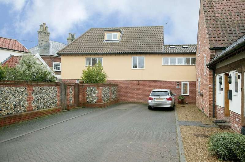 3 Bedrooms Detached House for sale in Crown Courtyard, Kenninghall