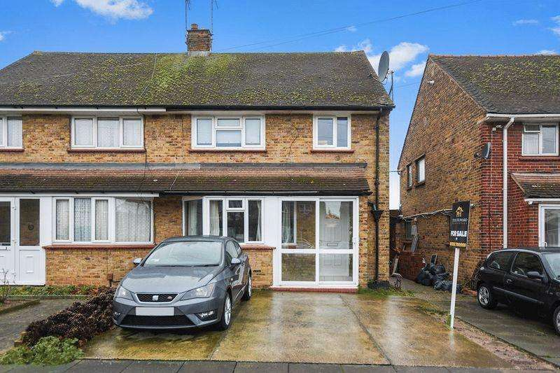 3 Bedrooms Semi Detached House for sale in Norwich Avenue, Southend-On-Sea