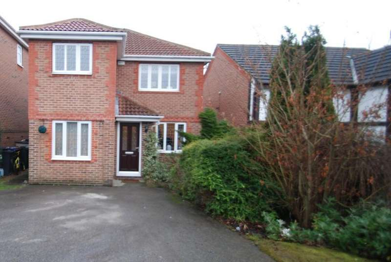 4 Bedrooms Detached House for sale in Priest Royd, Darton, Barnsley S75