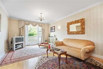 3 Bedrooms Property for rent in Chapmans Square, Wimbledon, SW19