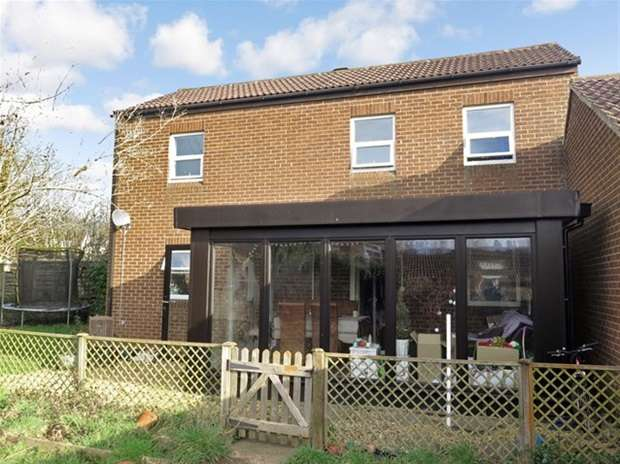 3 Bedrooms Terraced House for sale in Brookes Court, Lethbridge Road
