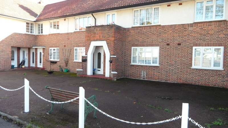 2 Bedrooms Property for rent in Village Way, Ashford TW15