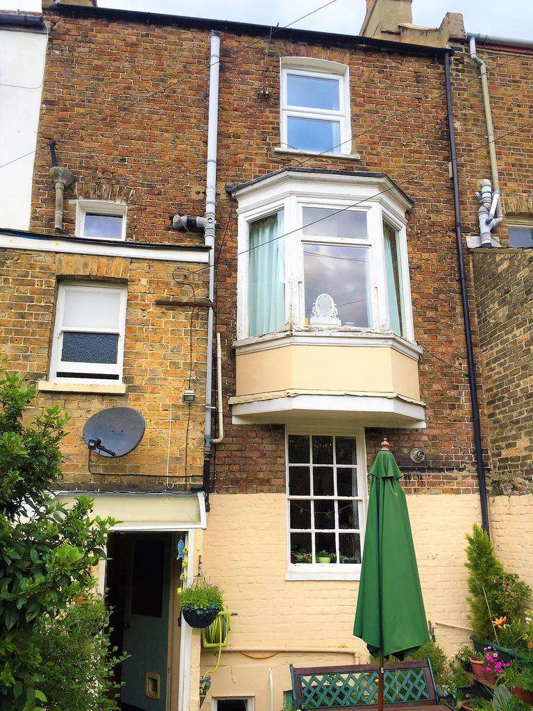 4 Bedrooms Terraced House for sale in Trinity Square, Margate, Kent CT9