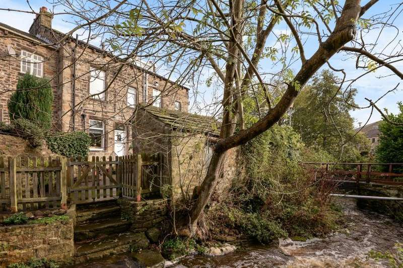 2 Bedrooms Terraced House for sale in MAIN STREET, ADDINGHAM, ILKLEY, LS29 0PD