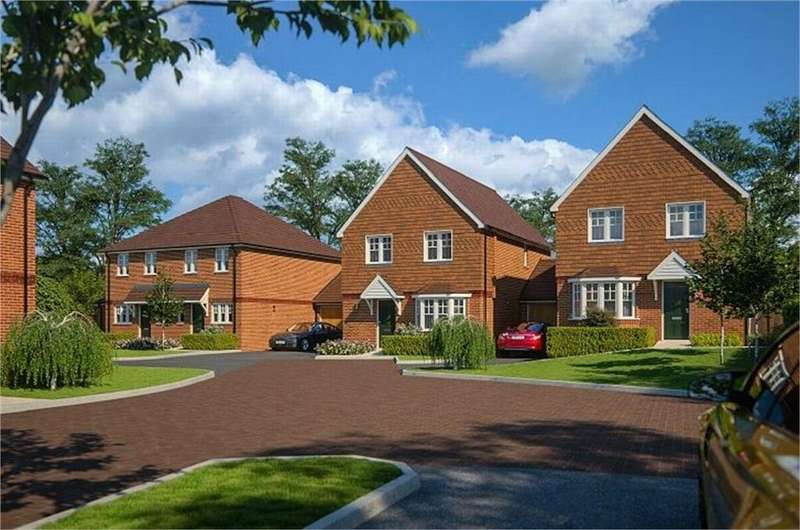 2 Bedrooms Semi Detached House for sale in Howard Cole Gardens, Tongham, Surrey