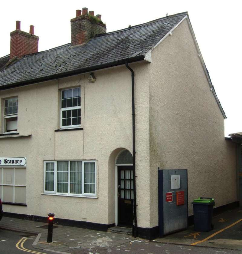 2 Bedrooms Terraced House for rent in South Street, Axminster EX13