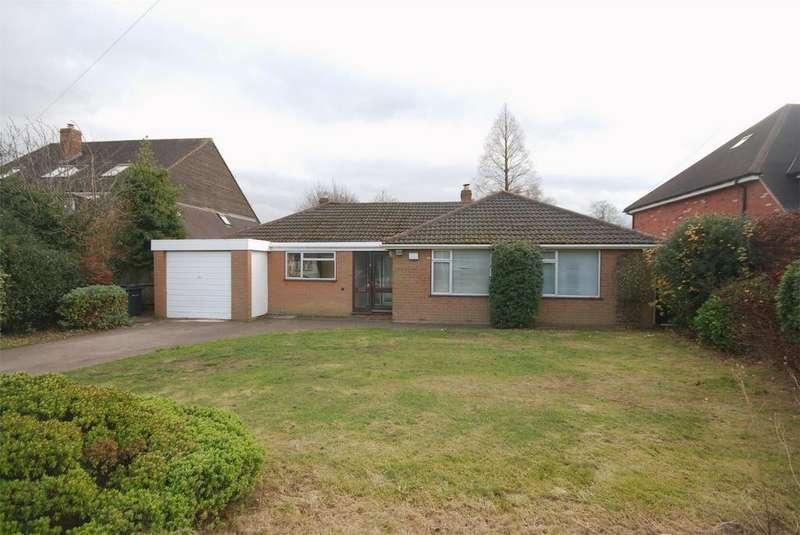 3 Bedrooms Detached Bungalow for rent in Hillwood Road, Four Oaks B75 5QL, Sutton Coldfield, West Midlands