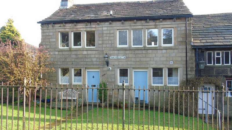 3 Bedrooms End Of Terrace House for sale in 2/3 Churchyard Bottom, Heptonstall, Hebden Bridge, HX7