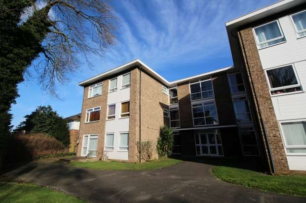 1 Bedroom Flat for sale in Selby Court, Twickenham, Greater London, TW2 5DG