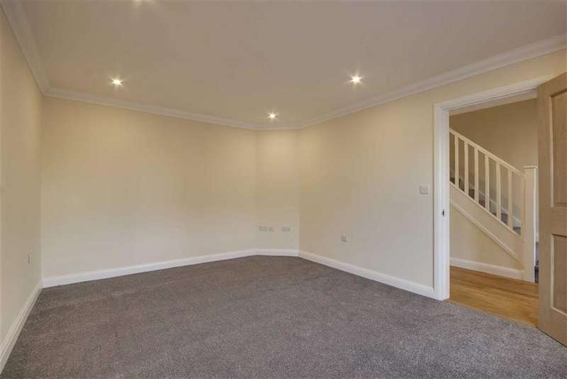 3 Bedrooms Semi Detached House for rent in Freeman Gardens, Upper Accomodation Road, LS9