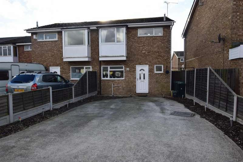 3 Bedrooms Semi Detached House for sale in Central Wall Road, Canvey Island