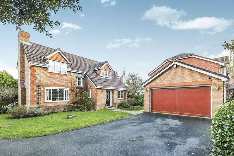 4 Bedrooms Detached House for sale in Royton Drive, Whittle-Le-Woods, Chorley, PR6