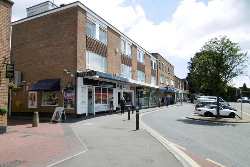 3 Bedrooms Maisonette Flat for rent in Broadway House, Lower Blandford Road, Poole