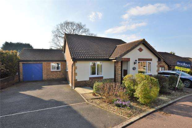 3 Bedrooms Detached Bungalow for sale in Cypress Close, Honiton, Devon