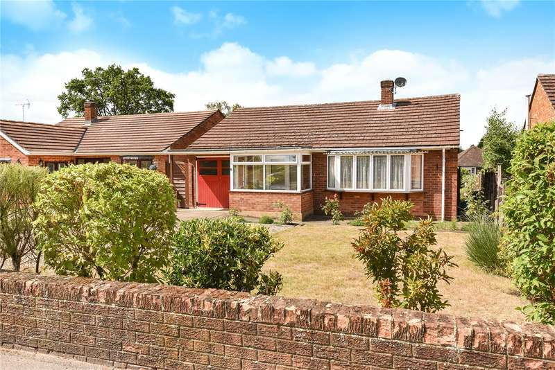 2 Bedrooms Detached Bungalow for sale in Larkswood Drive, Crowthorne, Berkshire, RG45