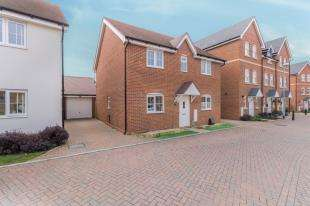 4 Bedrooms Detached House for sale in Clifford Crescent, Sittingbourne, Kent