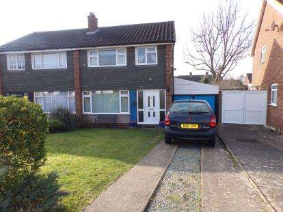 3 Bedrooms Semi Detached House for sale in Pevensey Road, Putnoe, Bedford, Bedfordshire