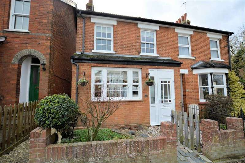 4 Bedrooms Semi Detached House for sale in St Johns Road, Epping