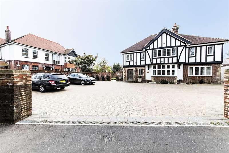 2 Bedrooms Terraced House for rent in Tudor Gardens, Mill Road, Worthing, BN11 4FJ