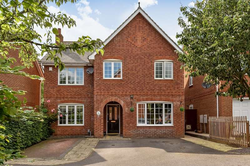 4 Bedrooms Detached House for sale in Highpath Way, Park Village, Basingstoke, RG24