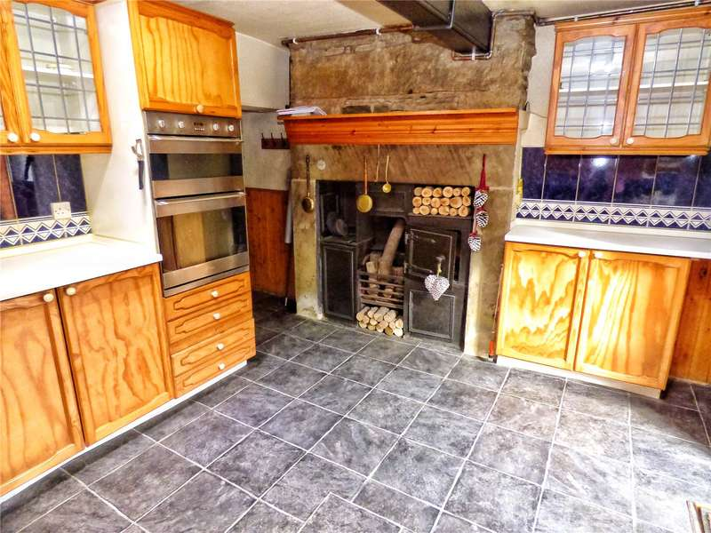 3 Bedrooms Terraced House for sale in Newchurch Road, Bacup, Lancashire, OL13