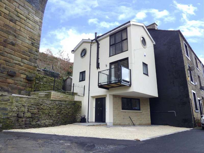 3 Bedrooms Detached House for sale in Boy Lane, Wheatley, HALIFAX, West Yorkshire, HX3