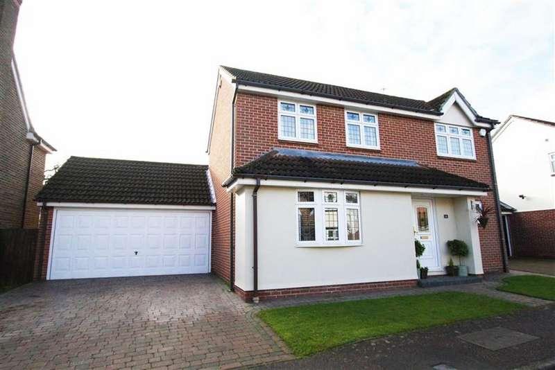 4 Bedrooms Detached House for sale in Arundel Way, Billericay