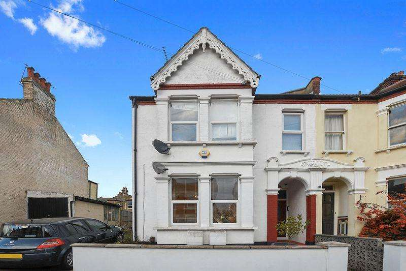 2 Bedrooms Apartment Flat for sale in Hermitage Road, Westcliff-On-Sea
