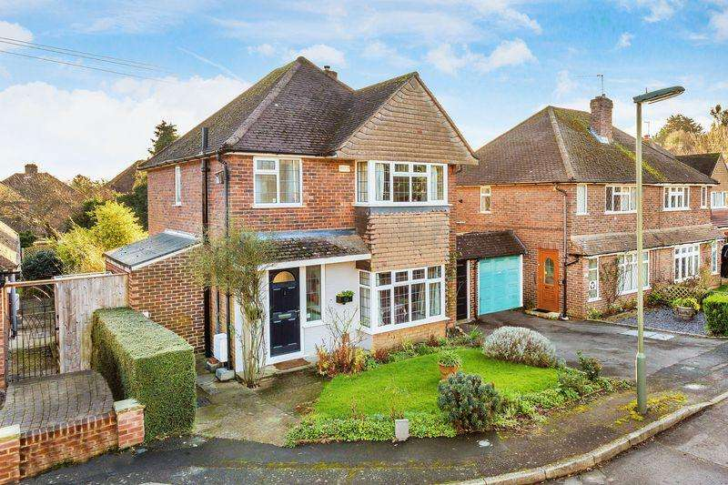3 Bedrooms Detached House for sale in North Guildford